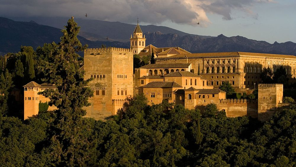 1024px-exterior_of_alhambra_2008